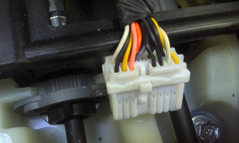 по просьбе alexselyanin выкладываю фото разъема и его распиновки , входящего в блок USB на FL может кому еще...